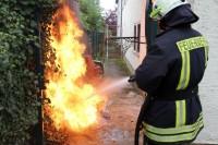 Mülltonne in Flammen